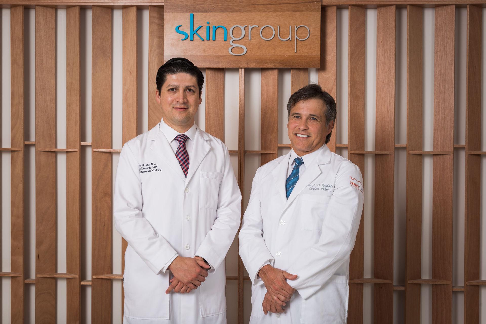 Cirujanos Plasticos - Dr. Iram Gonzalez y Dr Arturo Regalado